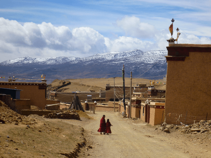 Jovem monge tibetano em Litang na China