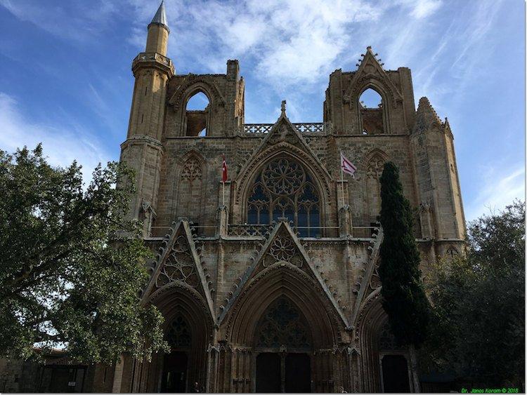 metade igreja metade mesquita Famagusta